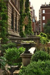 NY Fifth Avenue Gardens